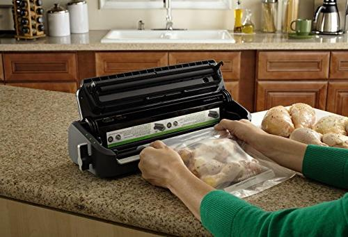 FoodSaver FM2000-000 Vacuum Sealing System with Set